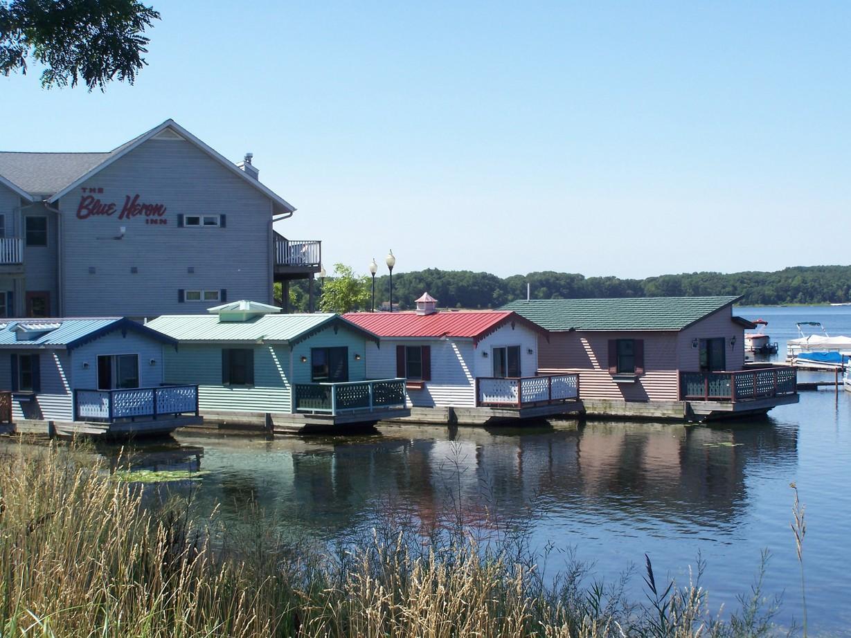 recent phot of Blue Heron Inn Pine Lake